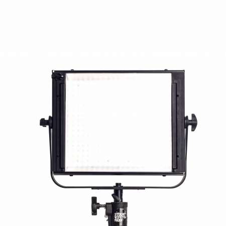 Velvet-1x1-led-licht-verhuur-V-lock-high-end-led-panel-Westerpark-Studio_1.jpg